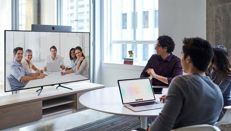 Videokonferenz am Tisch